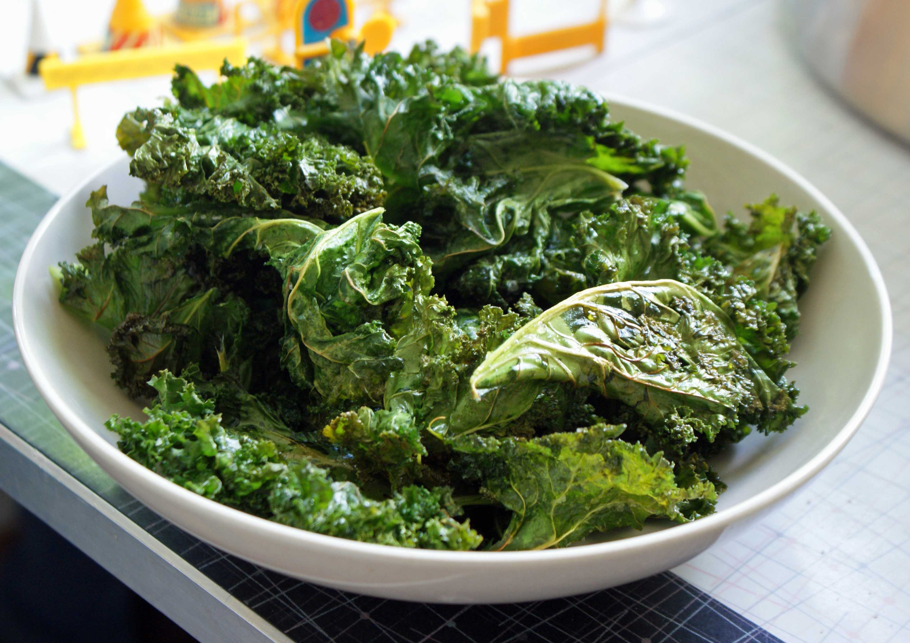 How to Quickly Make Healthy  Perfectly Crunchy Kale ChipsThe